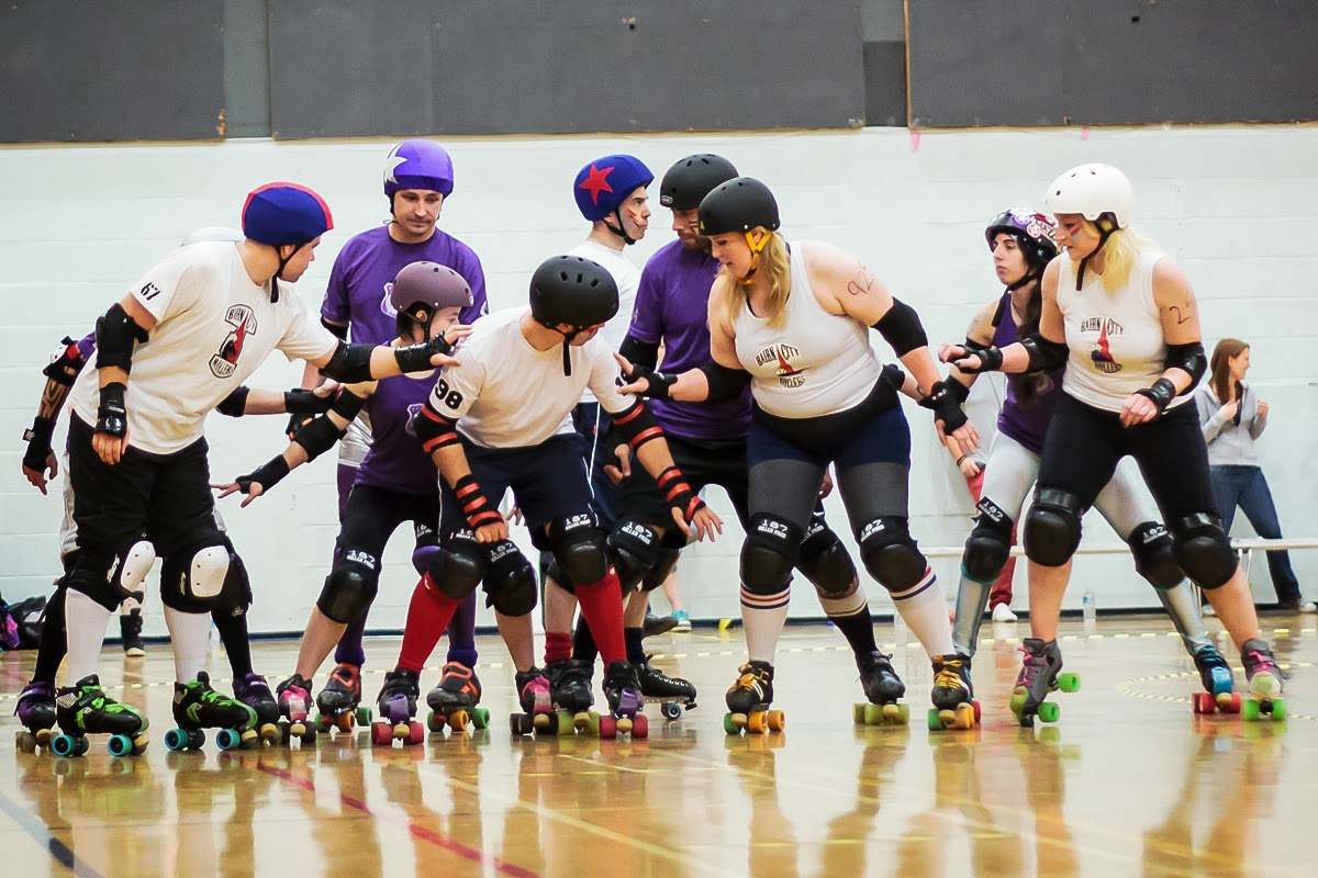 Bairn City's Belter Skelpers lining up for the team's first ever co-ed bout.