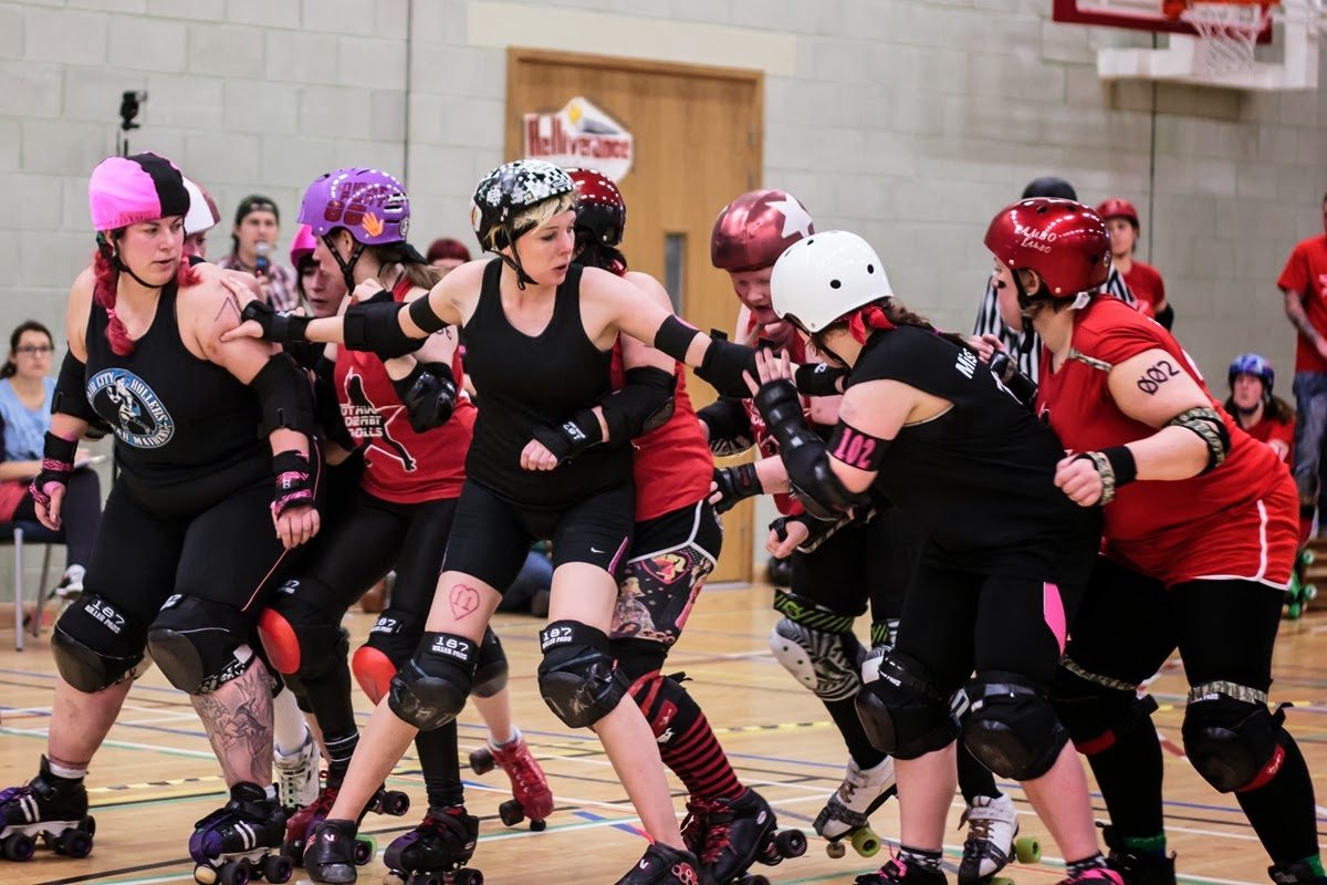 Dundee Roller Girls taking on Lothian Derby Dolls at Battle of Britain (Photo: Laura MacDonald)