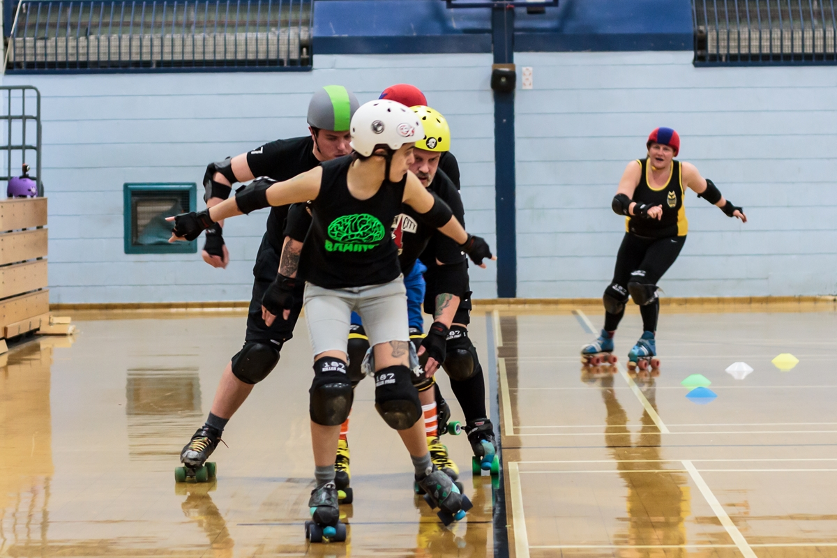 Pivots on scoring passes: not something you see in WFTDA-derby ;) (Photo: Laura MacDonald)