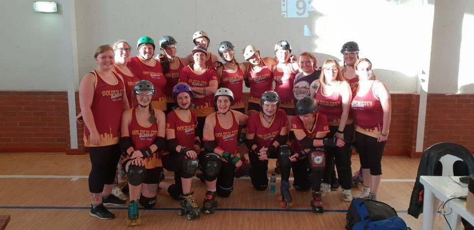 Team photo of Golden City Rollers competitive roster, at NDF2018.