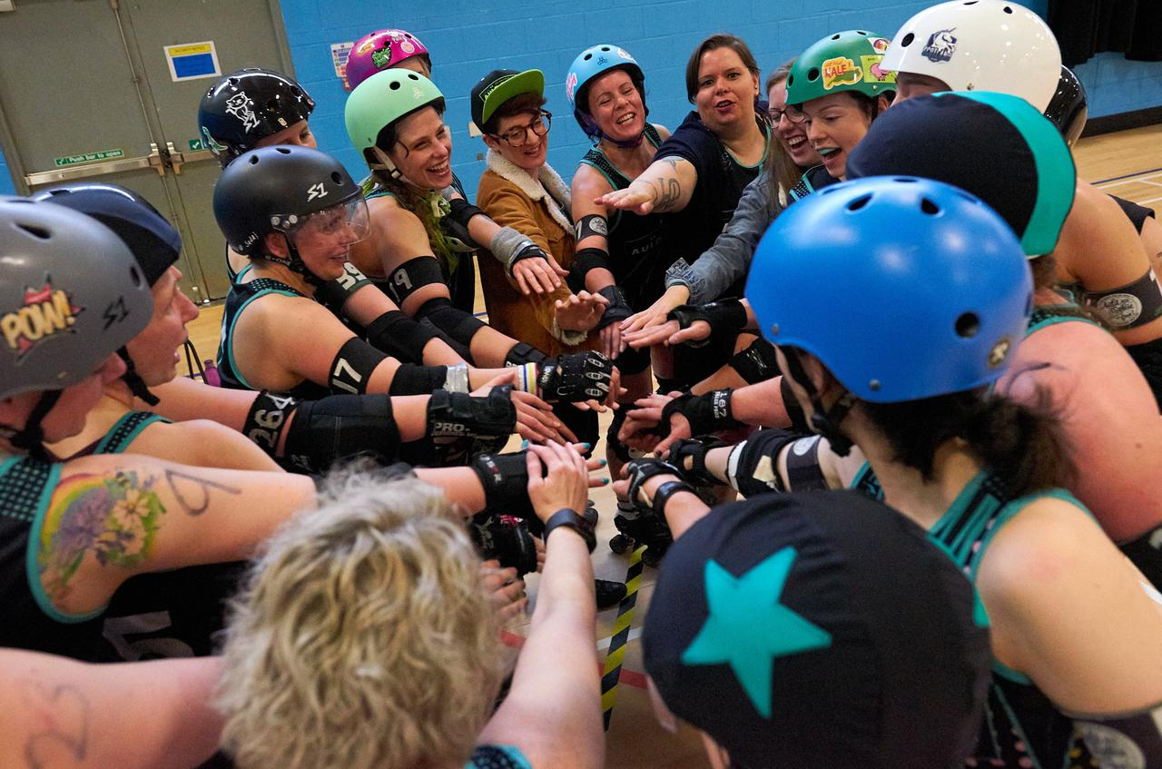 Image of Auld Reekie Roller Derby pre-bout team cheer.